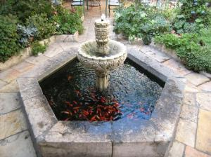 fountain-in-patio-restaurant